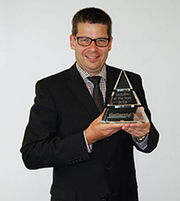 Thomas Guglhör, President of ept GmbH, with the award from Continental AG